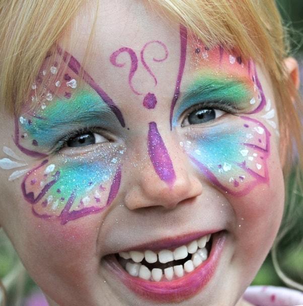 Kinderschminken-Glitzer-Tattoos-Kinderlachen